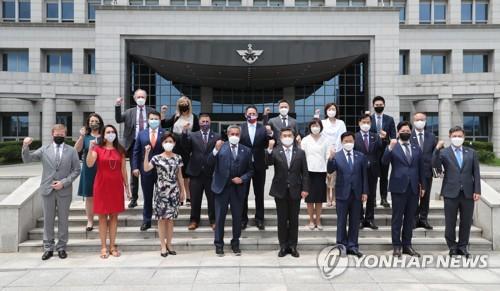 韩防长接见美国会韩国问题研究小组代表团