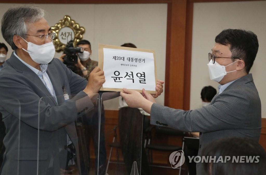 韩前检察总长尹锡悦完成大选预备候选人登记
