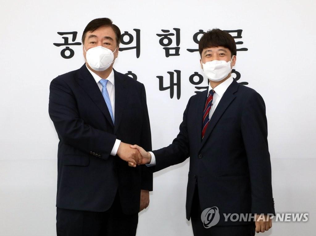 韩国民力量党首李俊锡会晤中国驻韩大使邢海明