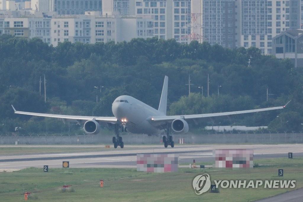 详讯:韩军机接回驻亚丁湾集体感染新冠海军