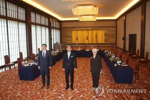 韩美日副外长会议在东京举行