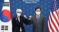 韩外长郑义溶在首尔会见美副国务卿谢尔曼