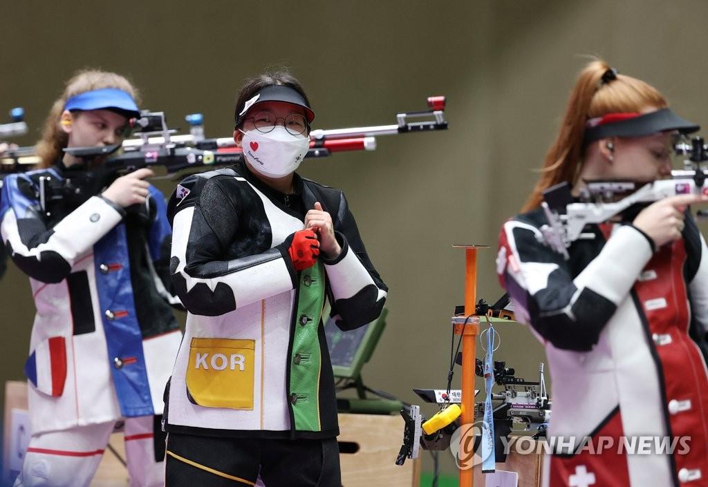 韩射击南太奫/权恩志晋级10米气步枪混团铜牌赛