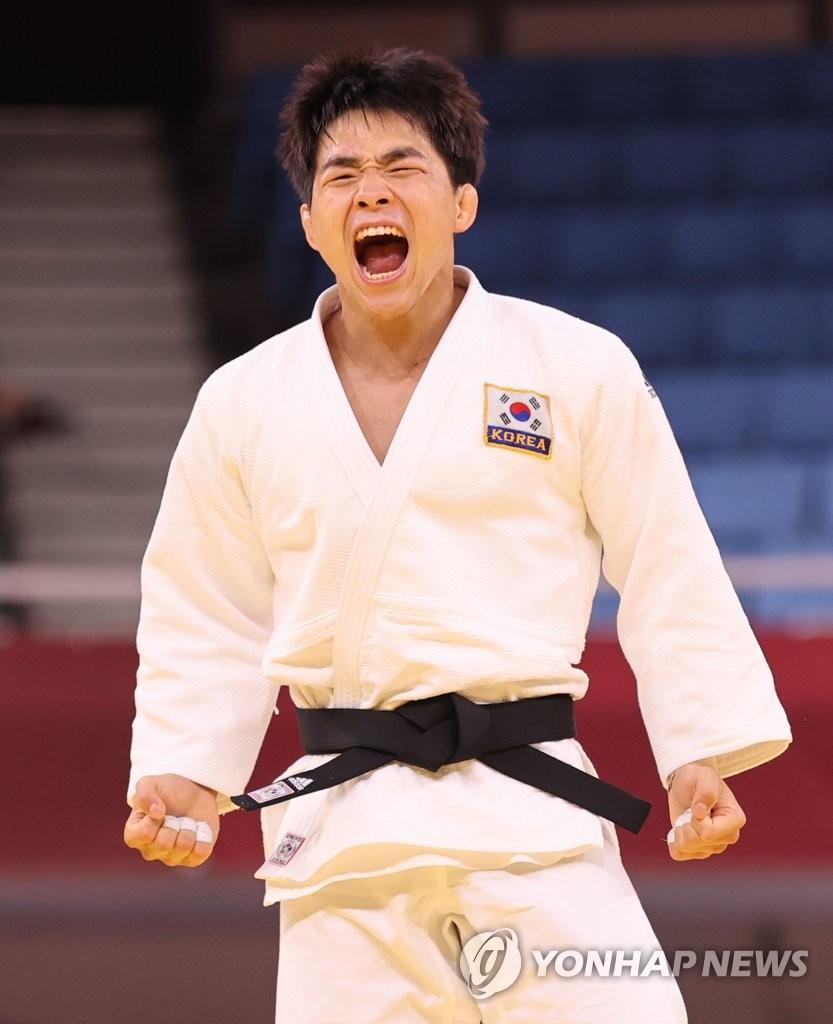 资料图片:安昌林咆哮庆祝胜利。 韩联社