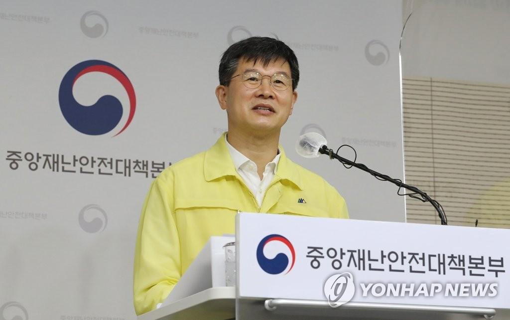 资料图片:韩国中央灾难安全对策本部第一控制官李基日 韩联社