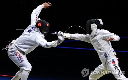 韩日重剑男队激烈交锋