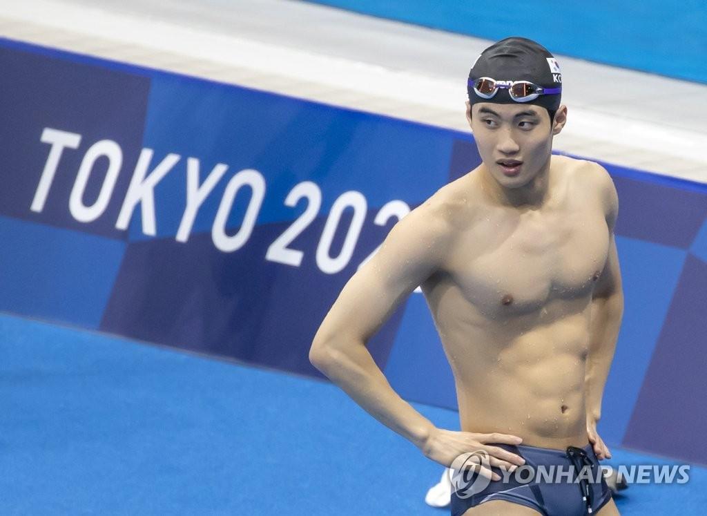 7月30日,在在东京水上运动中心,黄宣优为男子50米自由泳分组预赛做准备。 韩联社