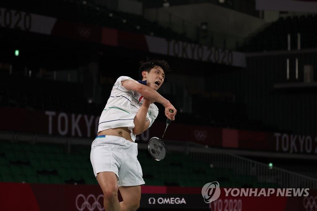 7月31日,在武藏野之森综合体育广场进行的东京奥运会羽毛球男子单打8强赛中,韩国选手许侊熙以0比2不敌危地马拉选手凯文·科尔敦,遗憾无缘四强。 韩联社