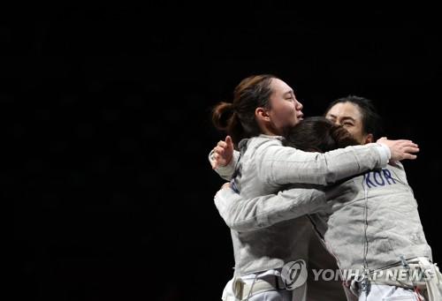 韩国女佩团体晋级四强