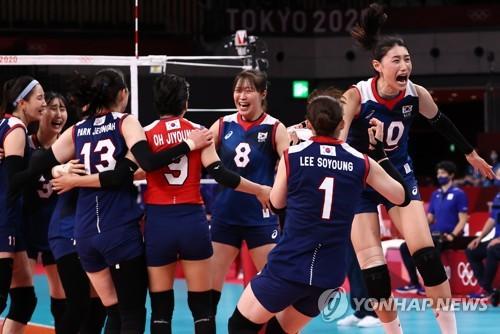 韩国女排庆祝胜利