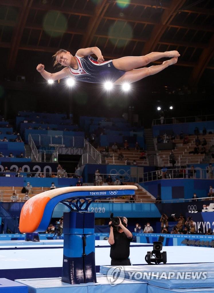 8月1日,在日本有明体操竞技场,韩国选手吕书晶参加女子跳马决赛。 韩联社