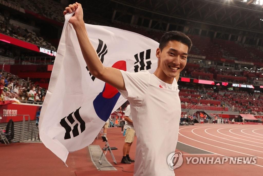 8月1日,禹相赫刷新韩国跳高新纪录。 韩联社