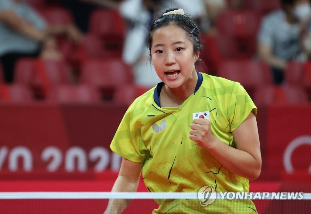 8月2日,在东京体育馆进行的东京奥运会乒乓球女子团体16强第一轮比赛中,韩国队选手申裕斌对阵波兰选手。 韩联社