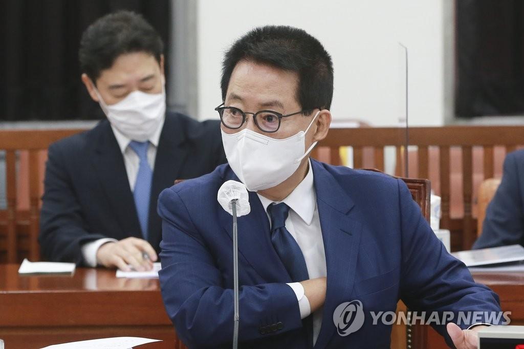 8月3日,在国会,国家情报院院长朴智元出席情报委员会全体会议。 韩联社