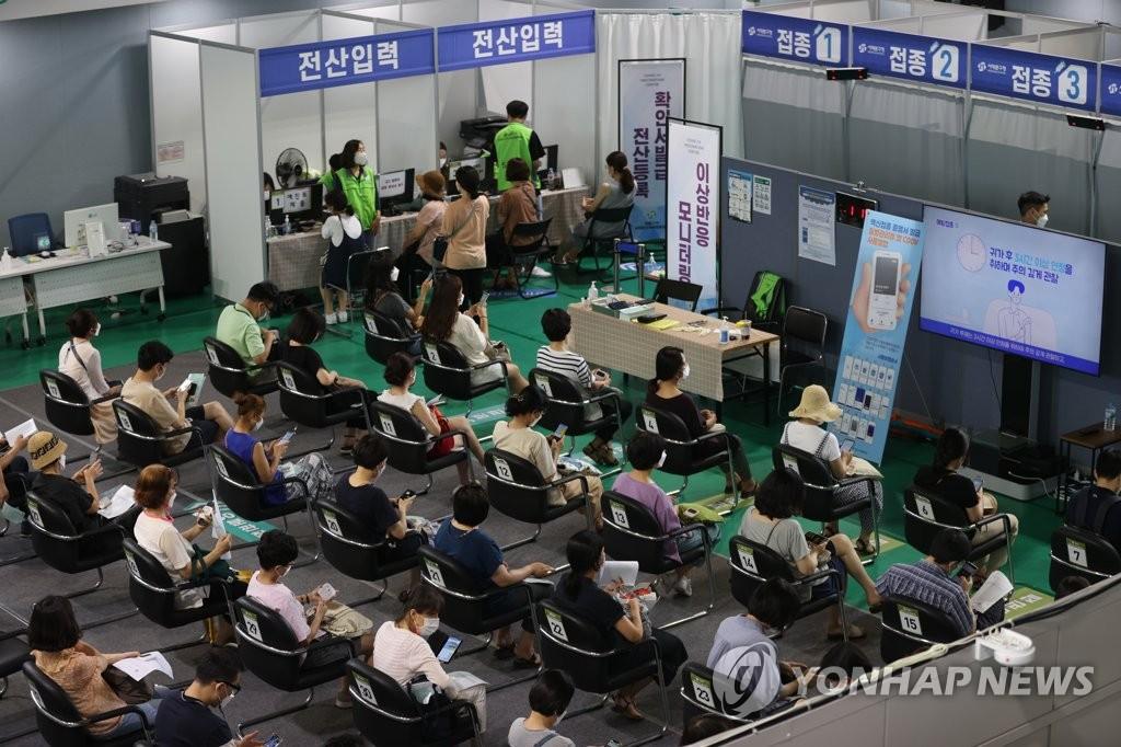 韩国首剂新冠疫苗接种率达40%