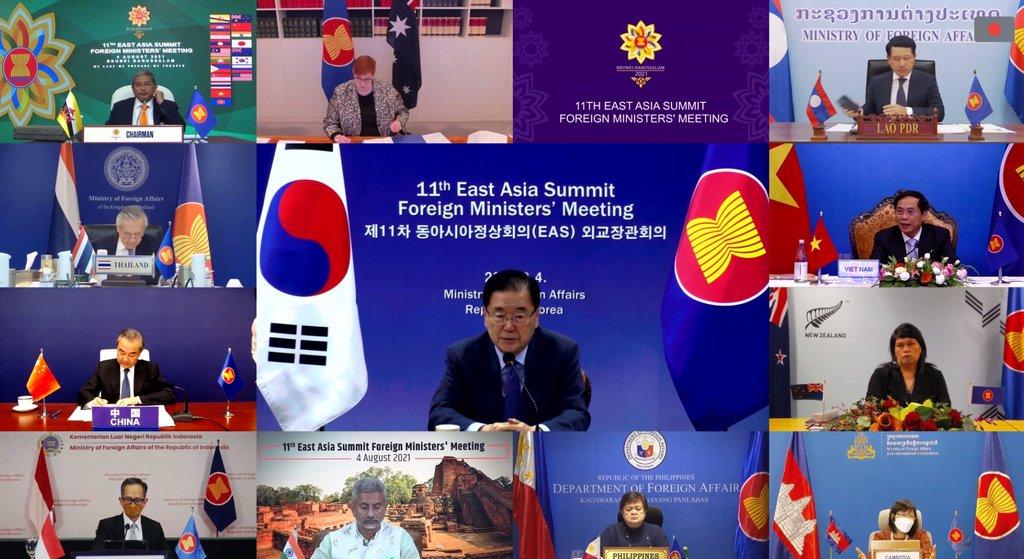 资料图片:8月4日,韩国外交部长官郑义溶(中)线上出席东亚峰会(EAS)外长会议。 韩联社/韩国外交部供图(图片严禁转载复制)