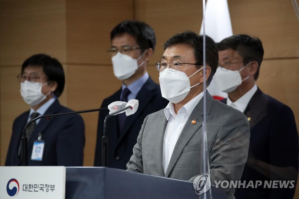 """8月5日,在中央政府首尔办公楼,保健福祉部长官权德喆发布""""K-全球疫苗枢纽建设愿景与战略""""。 韩联社"""