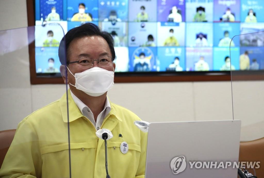 8月6日,韩国国务总理金富谦主持召开中央灾难安全对策本部会议。 韩联社