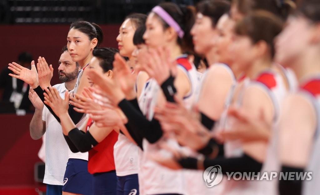 8月8日上午,在日本东京有明竞技场进行的2020东京奥运会铜牌争夺战中,韩国女排以0比3不敌塞尔维亚队,无缘奖牌。 韩联社