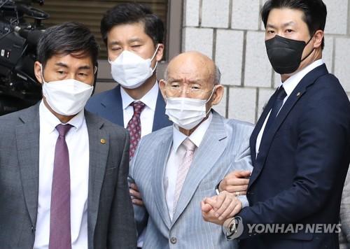 韩法院批准前总统全斗焕毁誉案缺席庭审申请