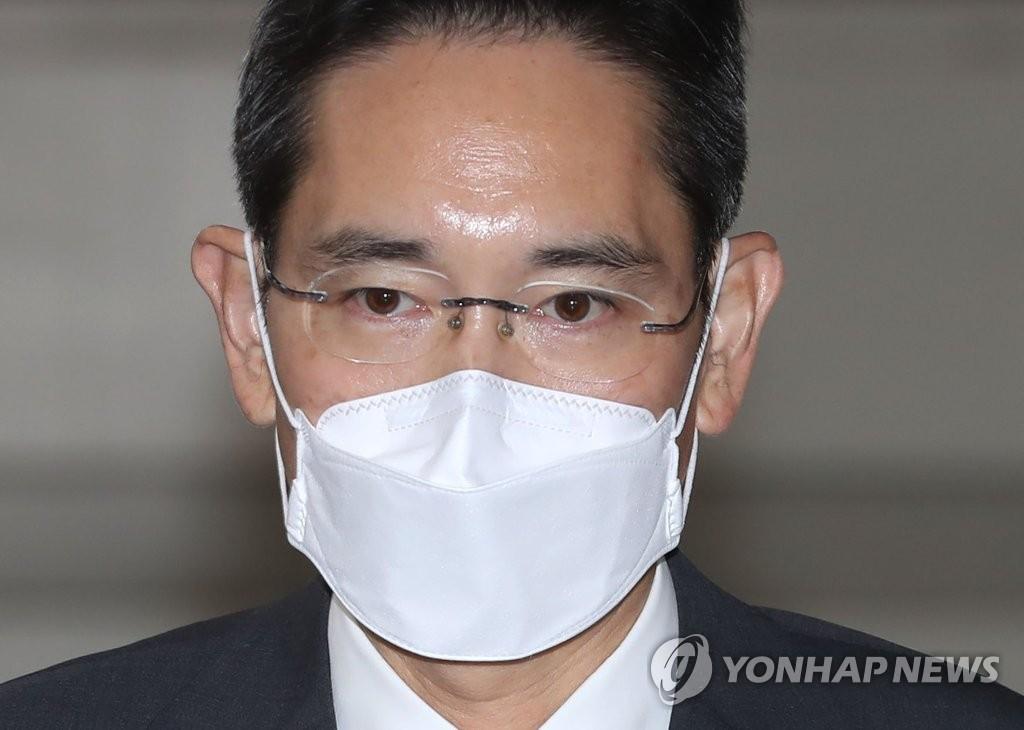 李在镕获准假释后今出庭受审