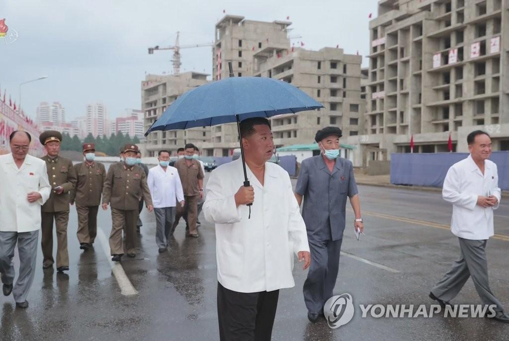 金正恩第三次视察平壤高级住宅区建设现场