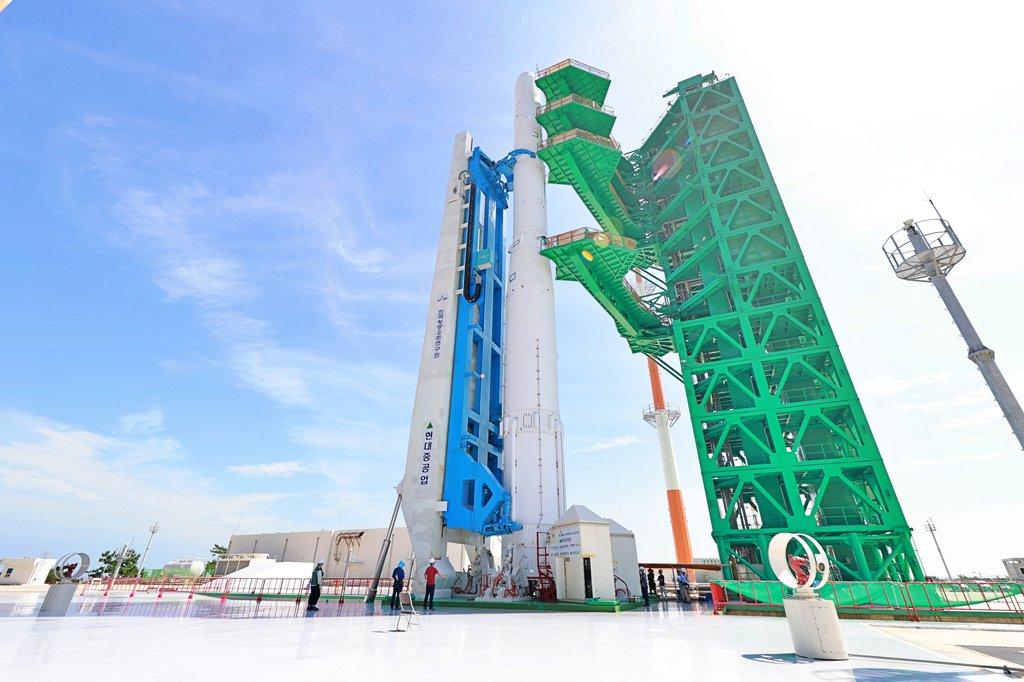 韩国运载火箭固体燃料发动机点火试验成功