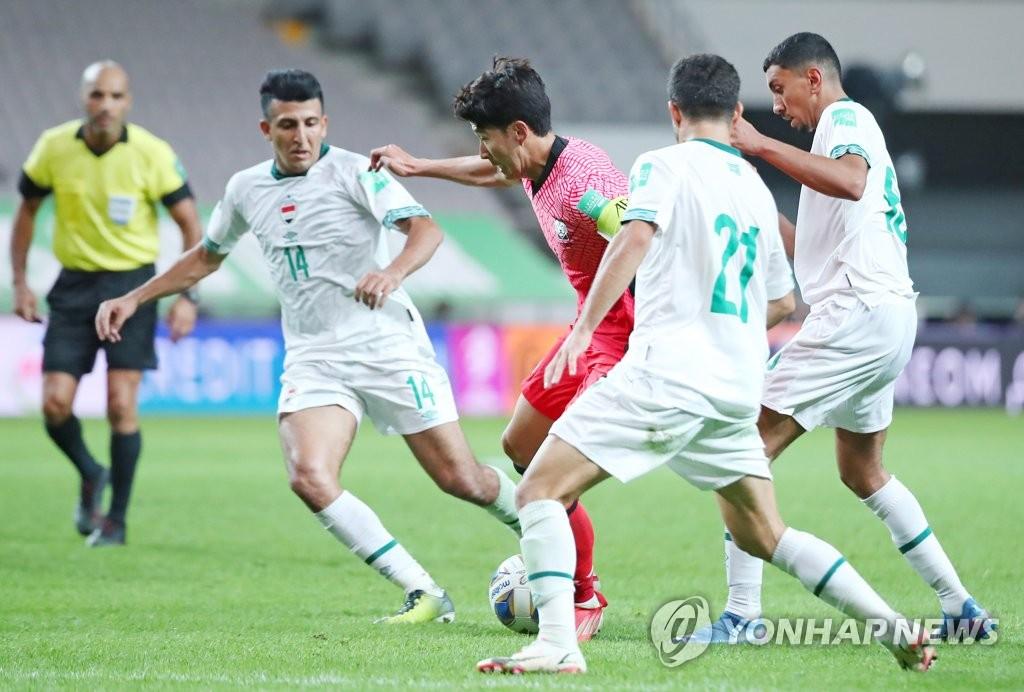 资料图片:9月2日,在首尔世界杯体育场,孙兴慜在韩国对阵伊拉克的比赛中带球前进。 韩联社