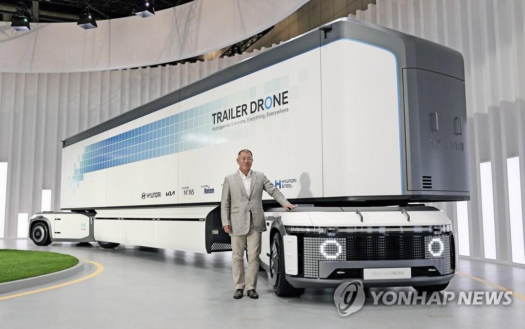 """资料图片:9月7日,现代汽车在线举行氢之日""""Hydrogen Wave""""全球线上发布会宣布""""氢能愿景2040""""。图为现代汽车会长郑义宣。 韩联社/现代汽车供图(图片严禁转载复制)"""