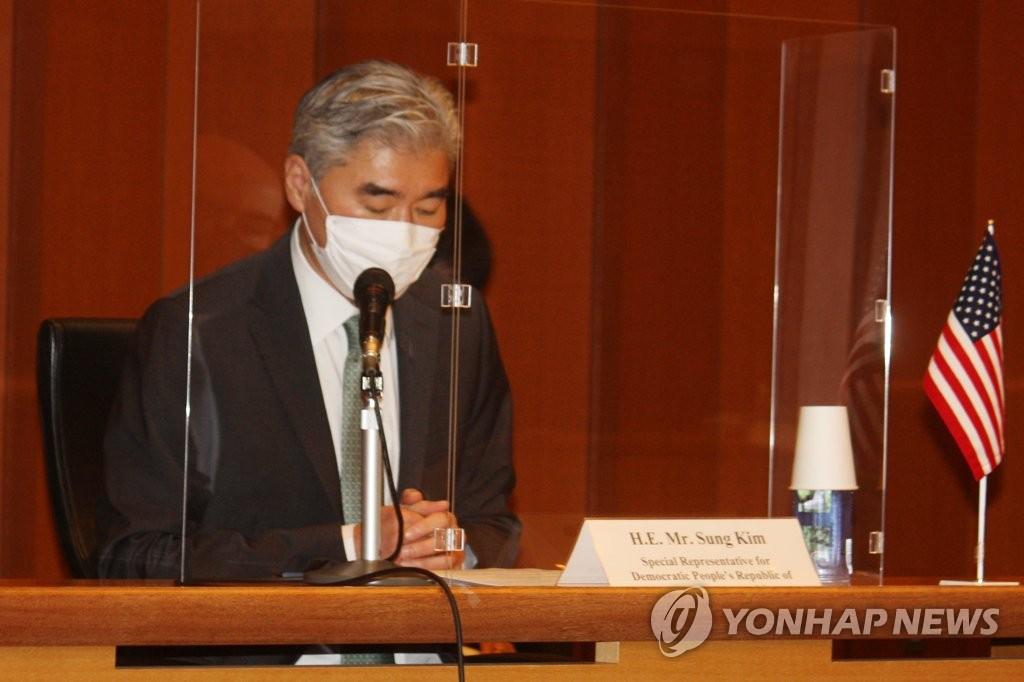 9月14日,韩美日对朝代表在东京会晤,图为美方代表星·金做开场白发言。 韩联社