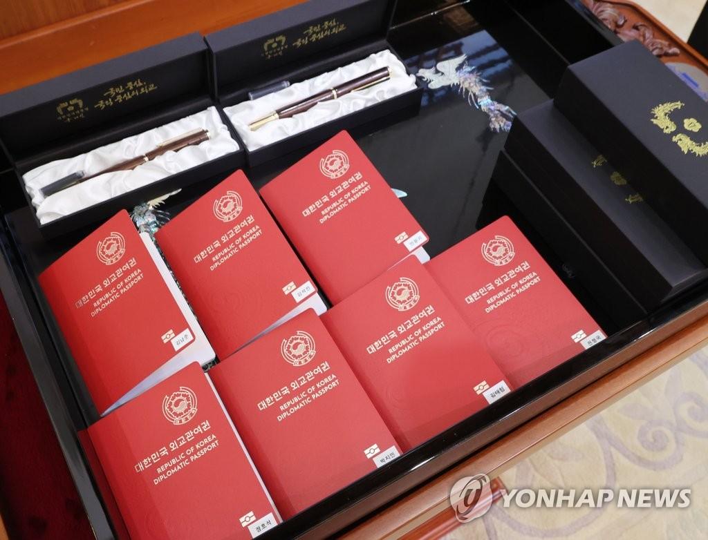 防弹获颁外交护照