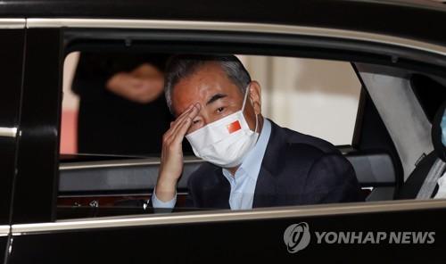 中国外长王毅抵韩开启访韩之旅