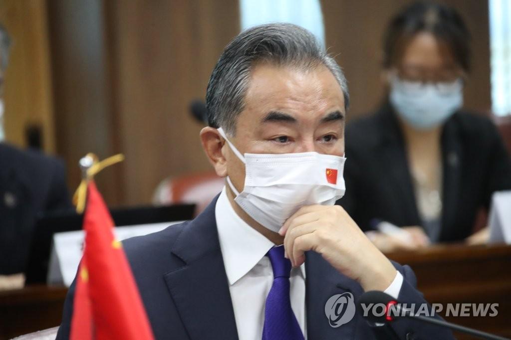 9月15日,在韩国外交部办公楼,中国外交部长王毅在韩中外长会谈上发言。 韩联社