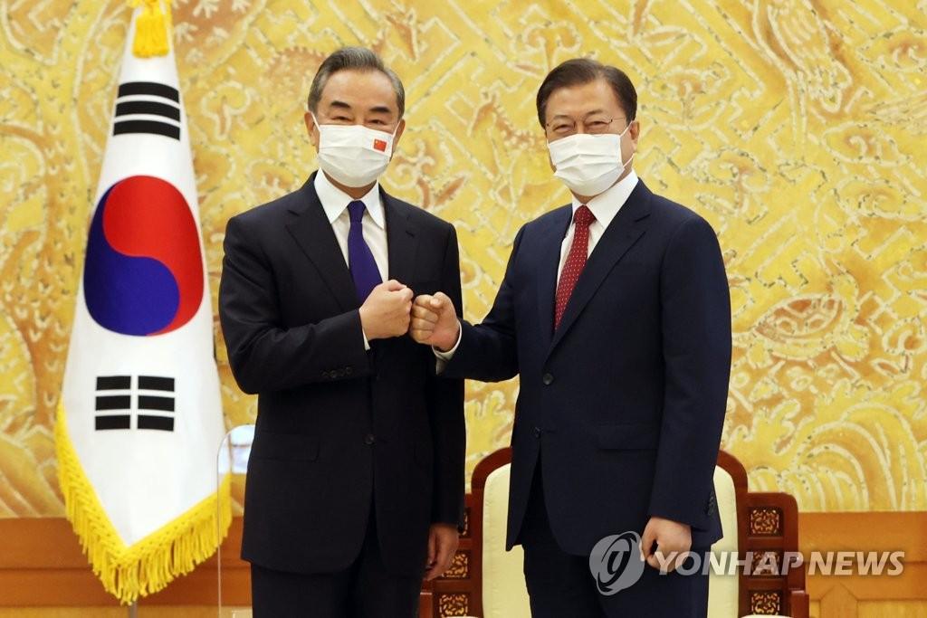 文在寅接见中国国务委员兼外长王毅