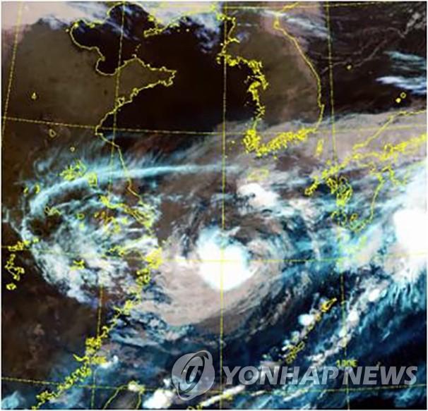 """第14号台风""""灿都""""北上韩国"""