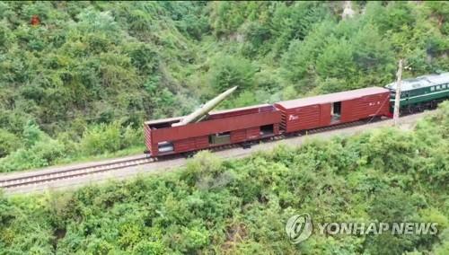 朝鲜从火车上发射弹