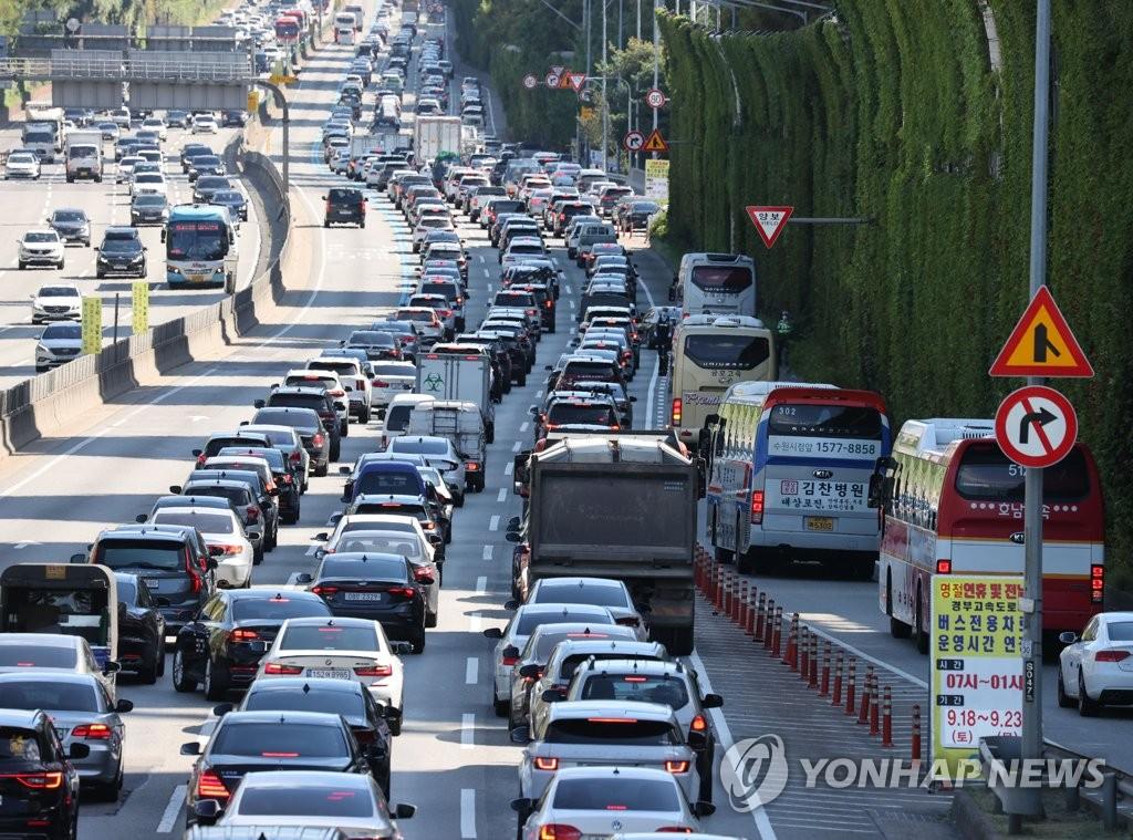 韩中秋返乡潮致多条高速公路出现拥堵