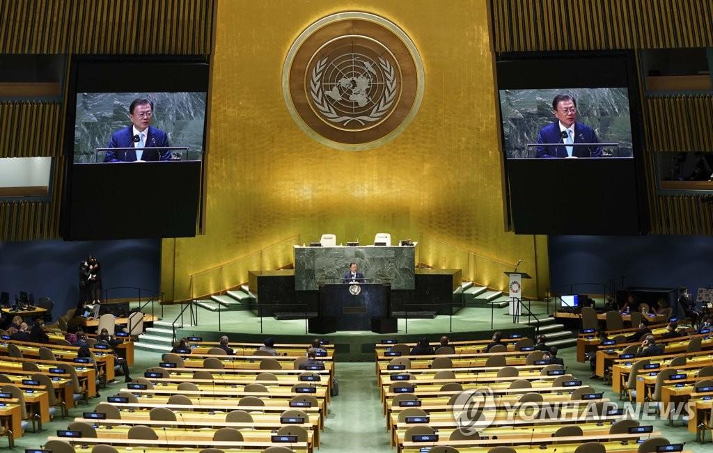 """当地时间9月20日,在纽约,韩国总统文在寅出席联合国""""可持续发展目标时刻""""高级别活动并代表联合国全体成员国发表演讲。 韩联社"""