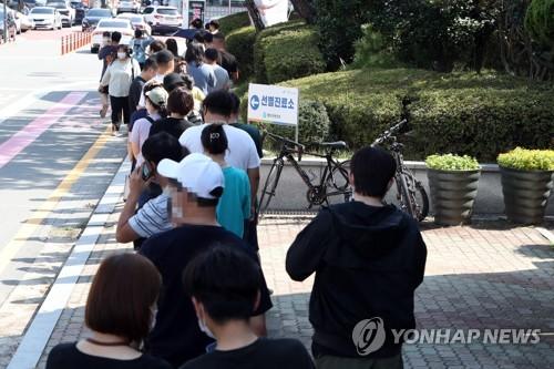 简讯:韩国新增1716例新冠确诊病例 累计292699例