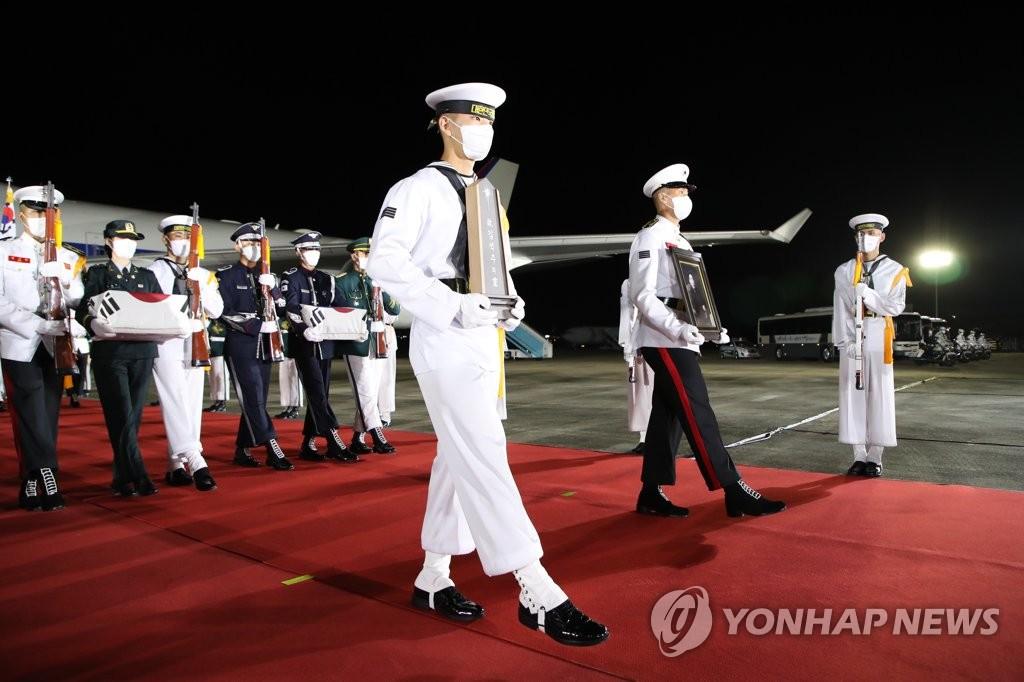 68具韩战英烈遗骸从美归国