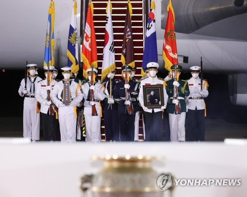 68具韩战英烈遗骸归国