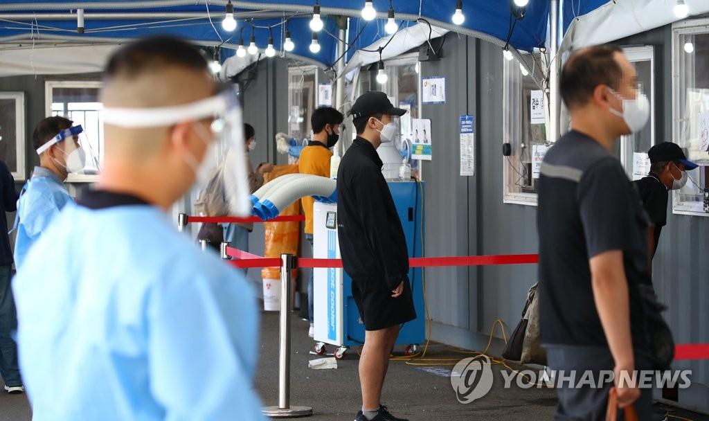资料图片:新冠临时筛查诊所 韩联社