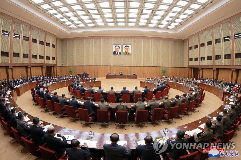 据朝中社9月29日报道,朝鲜第十四届最高人民会议第五次会议第一天会议前一天在万寿台议事堂举行。 韩联社/朝中社(图片仅限韩国国内使用,严禁转载复制)
