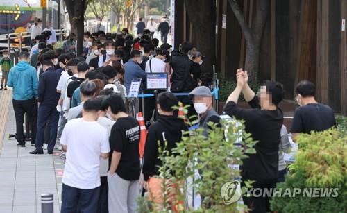 简讯:韩国新增2086例新冠确诊病例 累计318105例