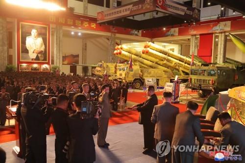 韩美情报部门正分析朝鲜办展展示武器