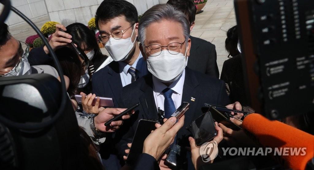 李在明接受记者提问