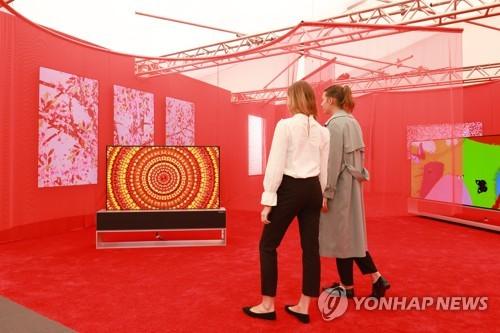 LG电视机亮相弗里兹艺术博览会