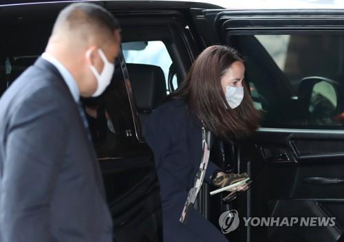 美情报首长抵韩