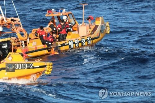 海警搜救中国船员
