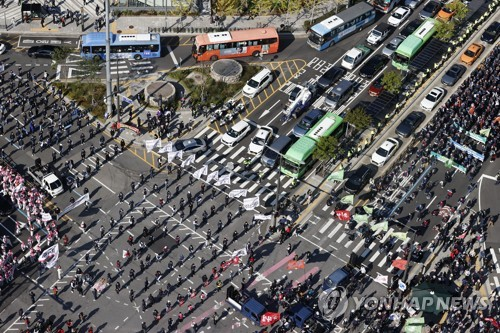 韩民主劳总举行总罢工 约5万人参加
